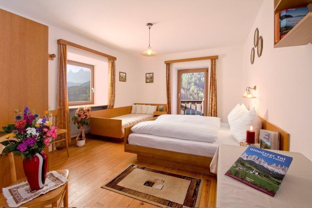 Alloggi in Val di Funes: le camere e l'appartamento del maso Austiller